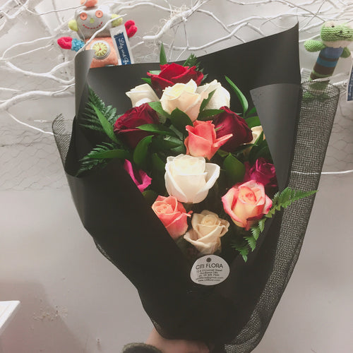 (V3) Dozen Mixed Roses Bouquet