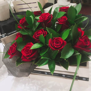 (V7) Wooden Box Dozen Roses