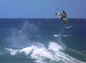 Luis Alberto Cruz showing us a double handle pass with a surf board – A MUST SEE!!