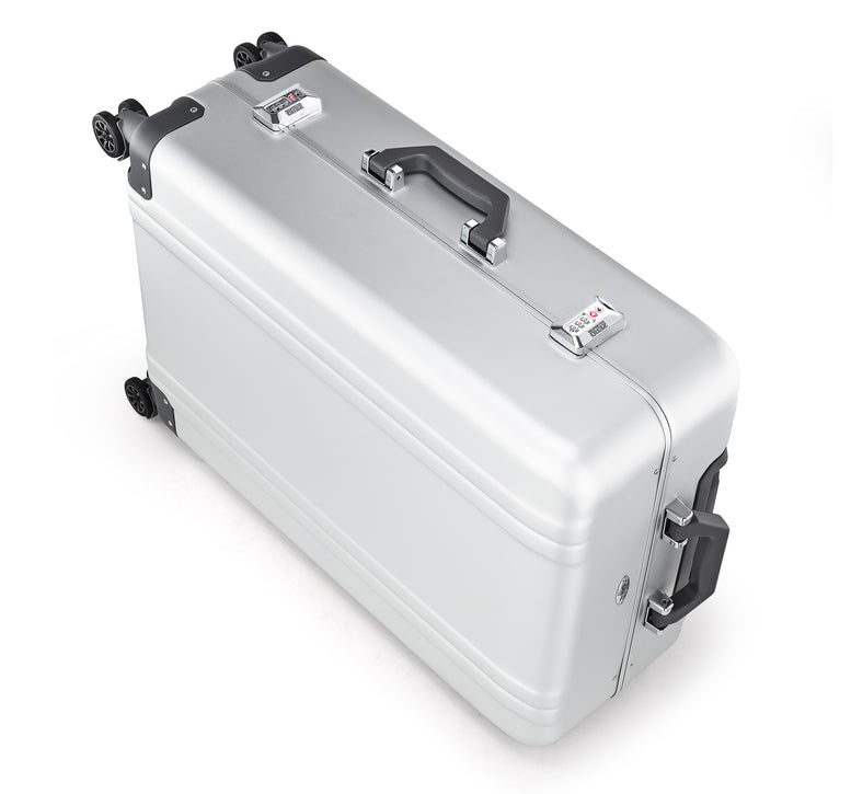"Classic Aluminum | 26"" Spinner Travel Case"