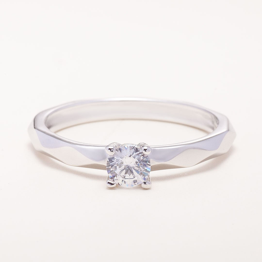 engagement-ring-with-lab-diamond