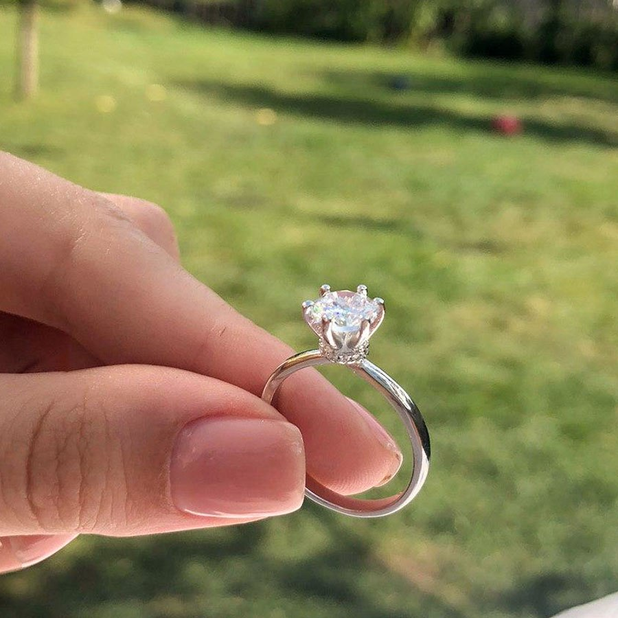 Simple Engagement Moissanite Ring (2CT)-photo