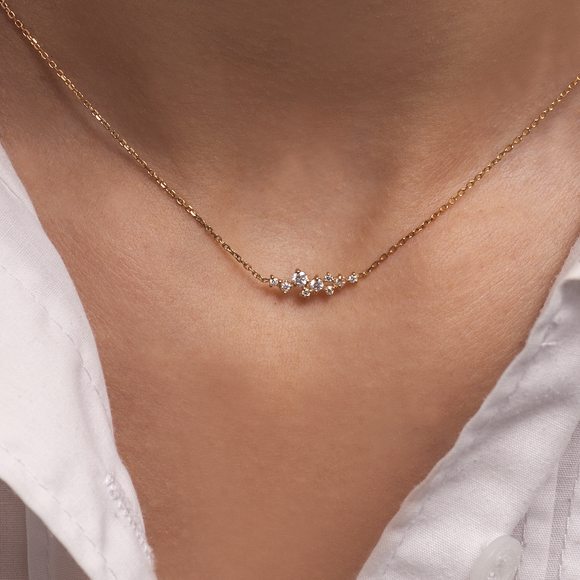 Dainty Necklace with Diamonds_on Neck