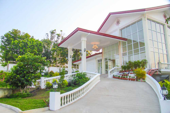 Mahogany Place Tagaytay and Hizon's Wedding Package
