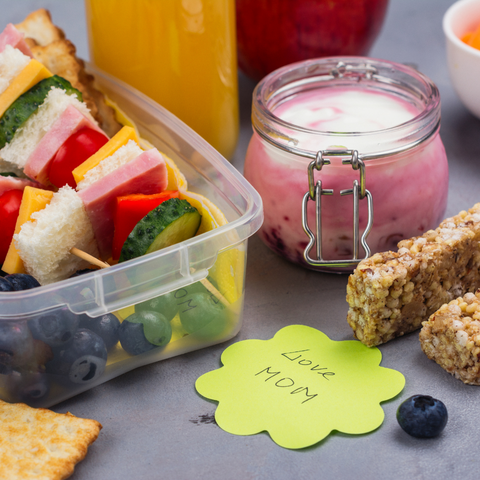 A packed kids lunch with a note