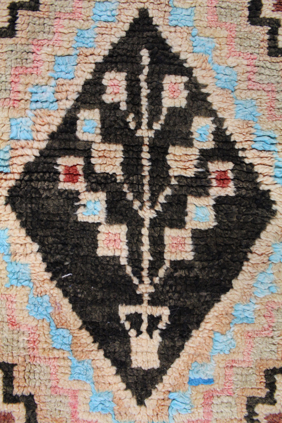 MOROCCAN HANDKNOTTED RUG, 61924