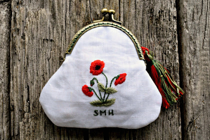 Kiss coin purse hand embroidered with red poppies