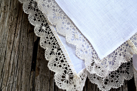 Handkerchief with handmade bobbin lace edging