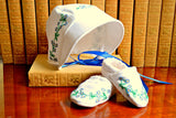 Newborn baby set of bonnet and slippers stitched with flowers