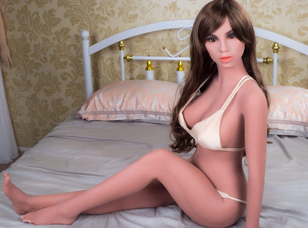 Love doll réaliste YL Doll 148 cm - Angélique gourmande au visage innocent