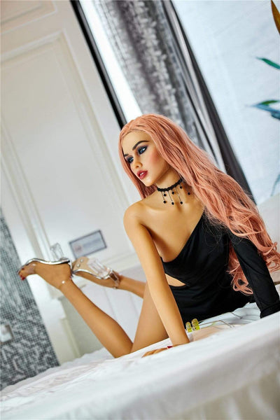 Sex doll IronTech 165 cm bonnet A - Selina vous attend dans son lit