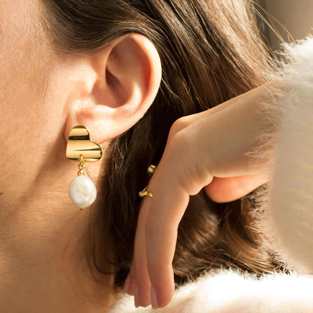 Victoria | Short Gold Pearl Earrings