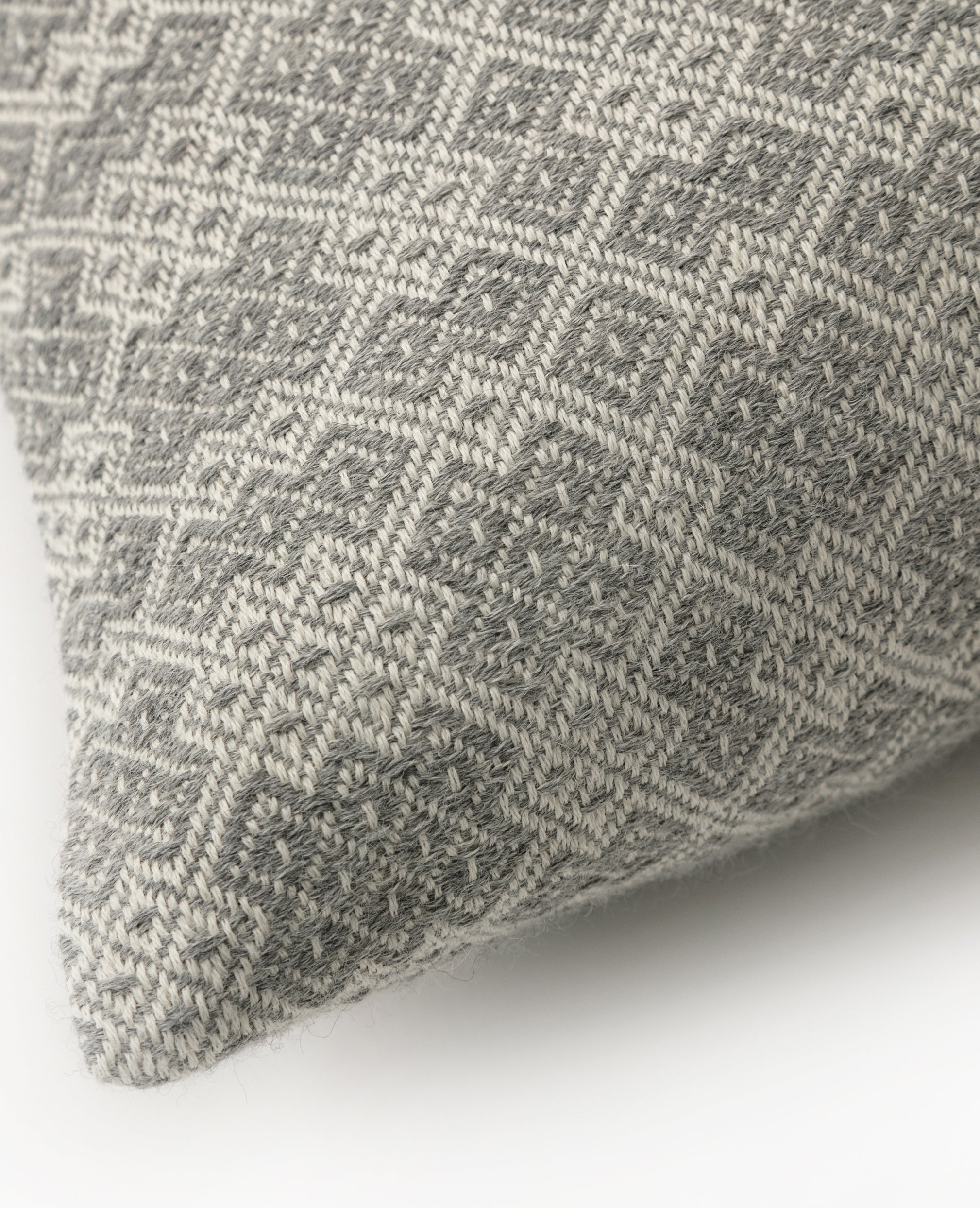 Aro overshot cushion detail