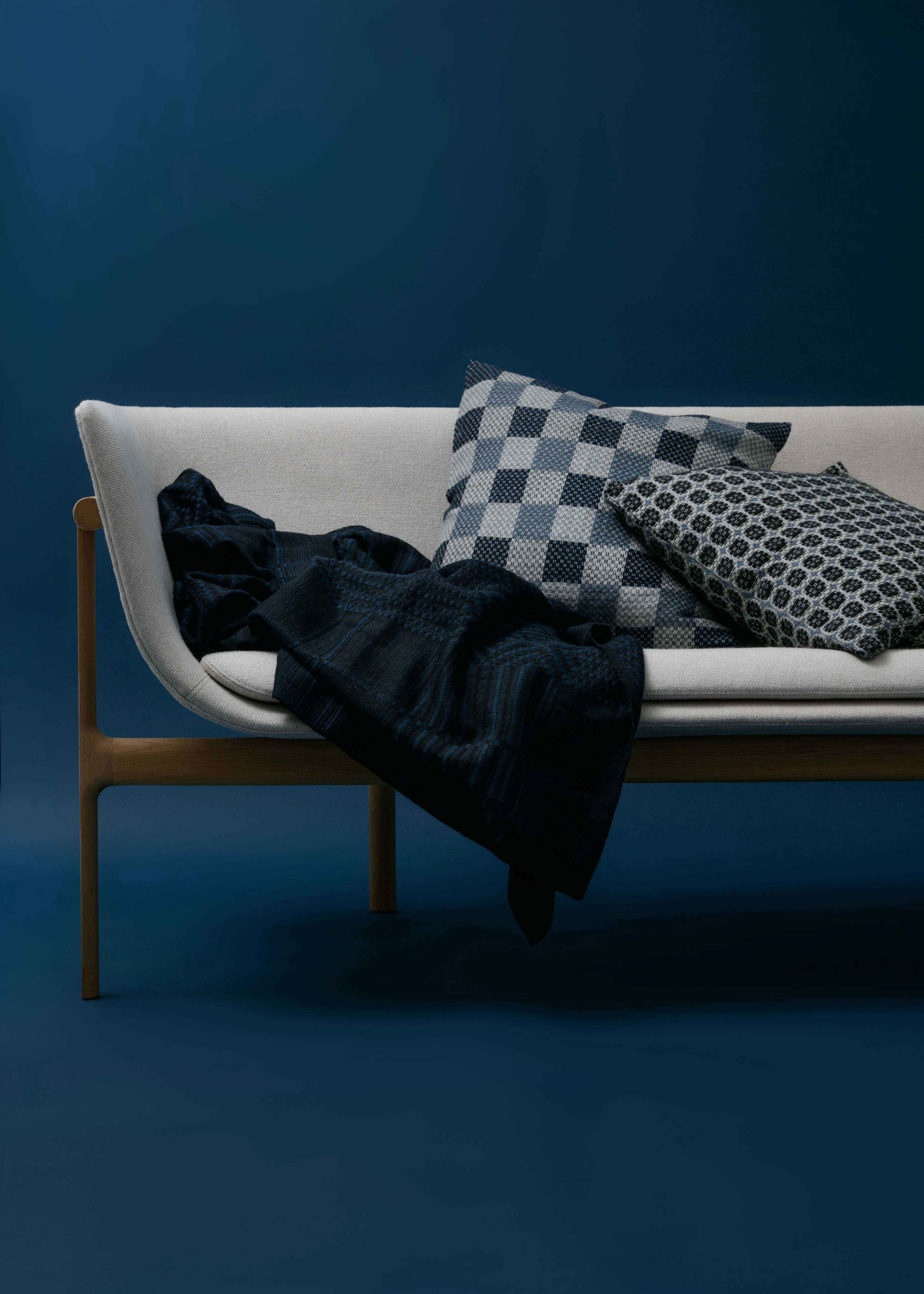 Vaeven Havn overshot coverlet styled throw