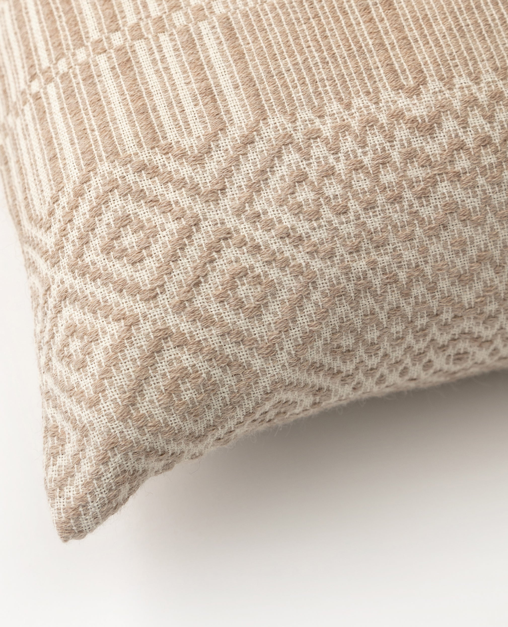 Havn overshot cushion detail