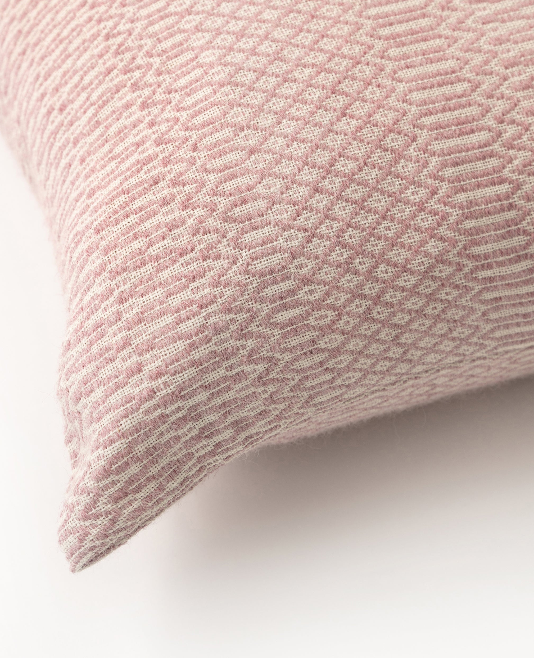 Siana overshot cushion detail