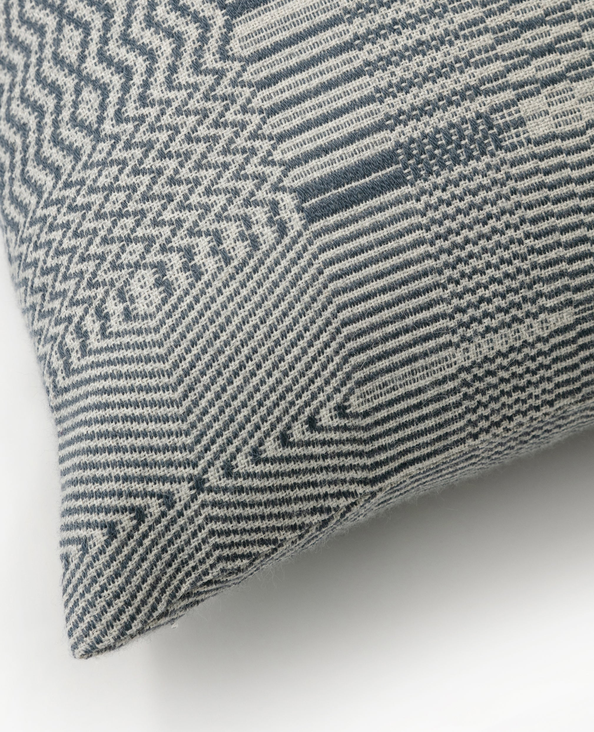 Vaeven Vandre overshot cushion detail