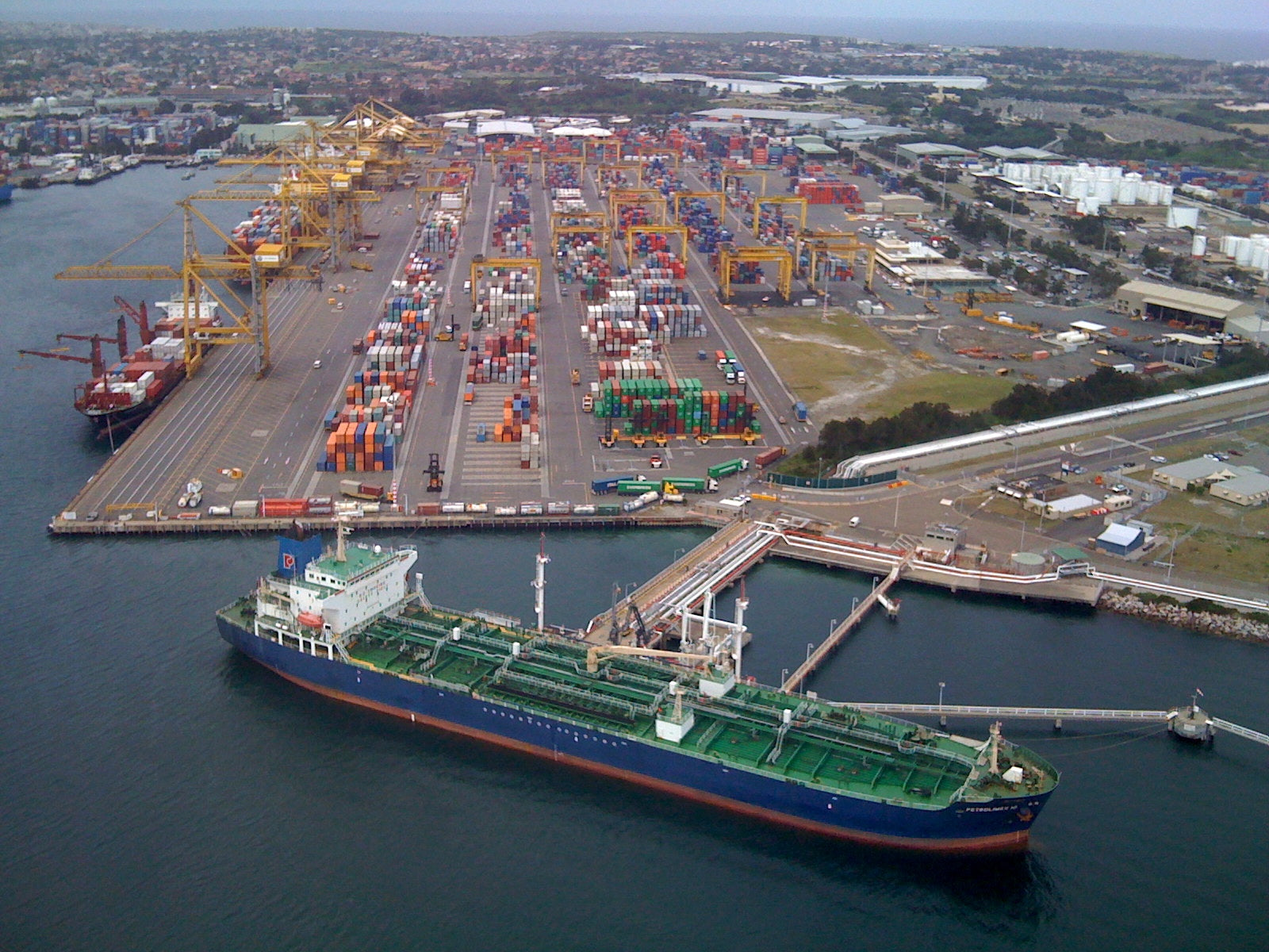 Sydney_container_port_by_air_-2