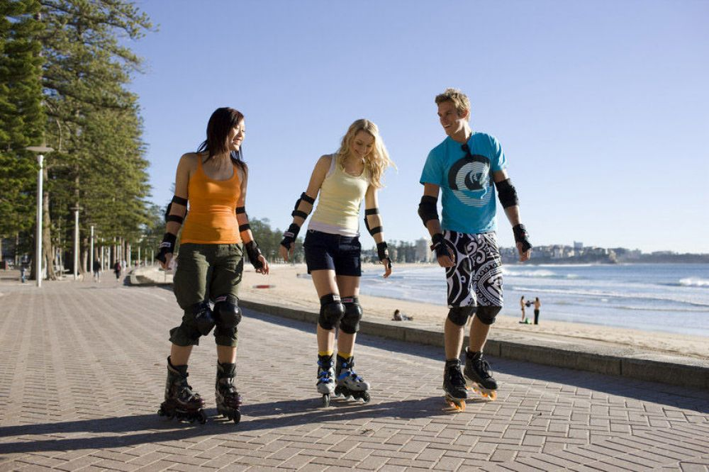 rollerblading-along-the-promenade-at-manly-image-credit-pierre-toussaint