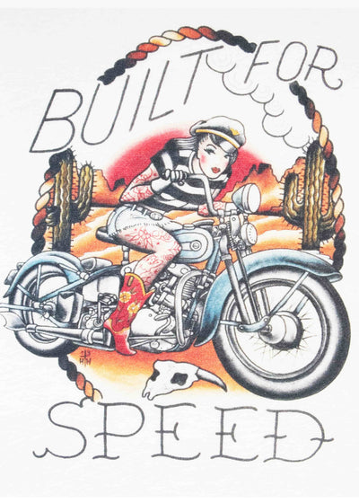 Mischief Made: Built for speed retro t-shirt med 50'er stils print toej Mondo Kaos