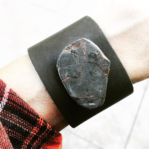 LEATHER CUFF RAW PYRITE