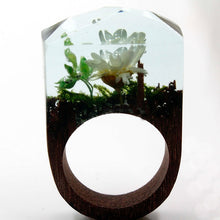 Load image into Gallery viewer, White Flower Wood Art Ring