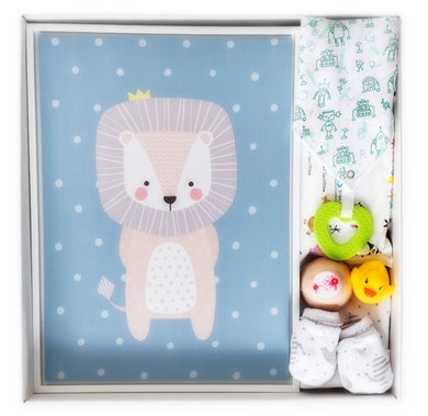 Let baby Crown lion protect the nursery in this super cute baby boy gift. It also comes wrapped in our signature keepsake baby gift box making it the ideal gift.