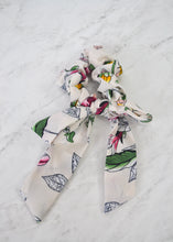 NILA FLORAL SCRUNCHIE - WHITE