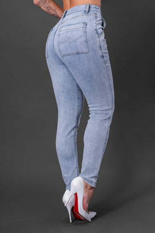 DEIRA JEANS [NON DISTRESSED BLUE]