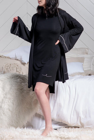 BYE SIGNATURE ROBE [BLACK]