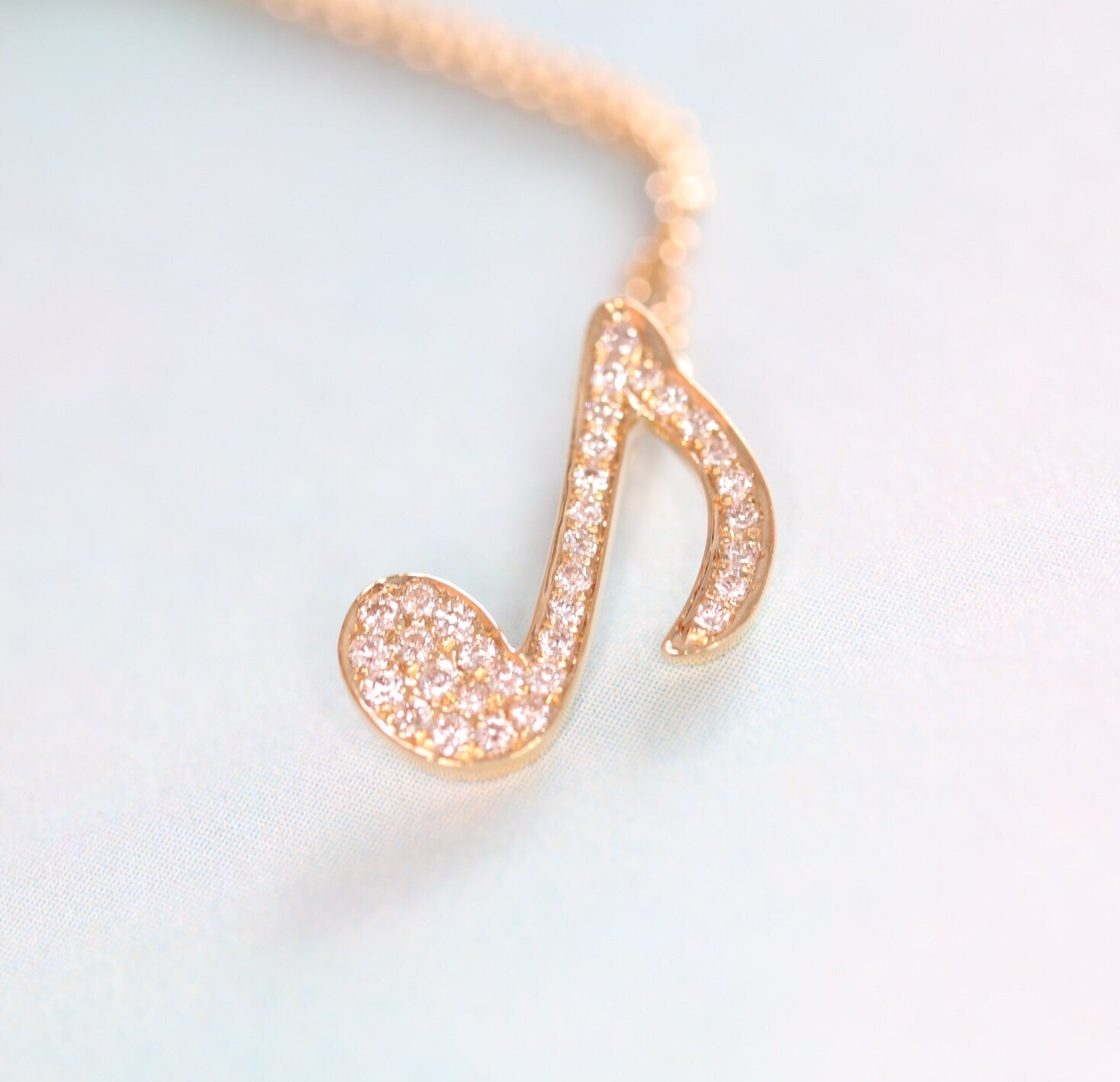 18K Yellow Gold with Diamond Melody pendant - Ice Motif