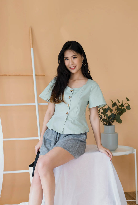 Curve Button Top In Mint