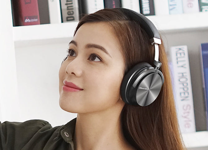 Trendy Wireless High Quality Headphones with Microphone