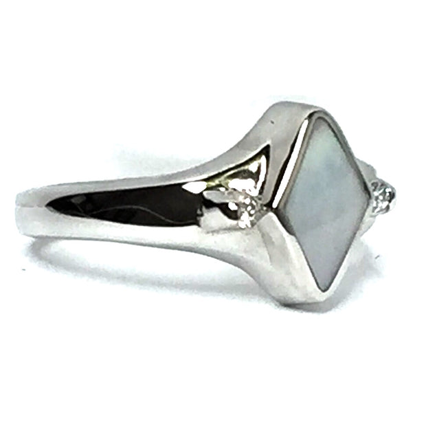 MOTHER OF PEARL DIAMOND SHAPE INLAID .05CT DIAMOND RING