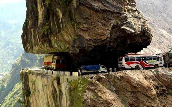 Top 5 Most Dangerous & Scariest Roads in the World