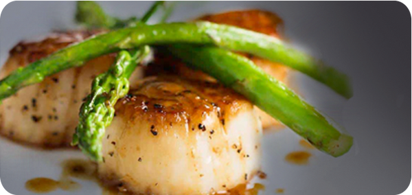 Keto Friendly Restaurants, Garlic Grilled Sea Scallops with Asparagus | HighKey Snacks
