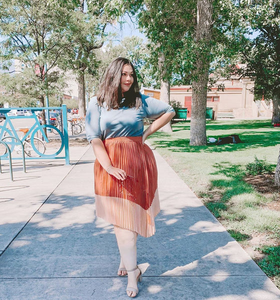 Jenn wears heeled sandals with the Pleated Midi Skirt in Rose and the Super Soft Micro-Crop Tee in Flint