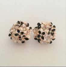 Load image into Gallery viewer, Crystal Flower Clover Earrings
