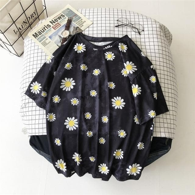Tie Dye T-Shirt with Daisies - authentic Asian fashion from Korea, Japan and China.