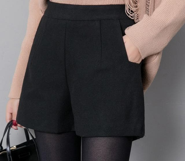 K-FASHION ♥ Casual Black Shorts - K-Pop Merch Lianox