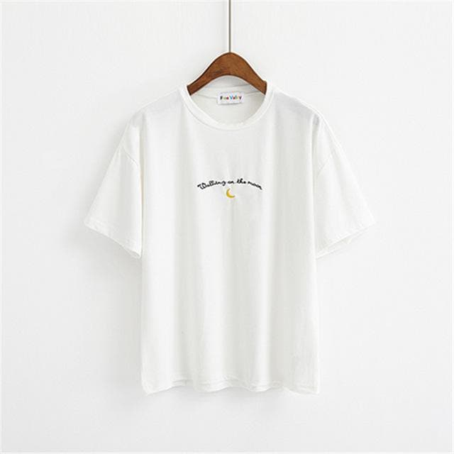 WALKING ON THE MOON T-Shirt - authentic Asian fashion from Korea, Japan and China.