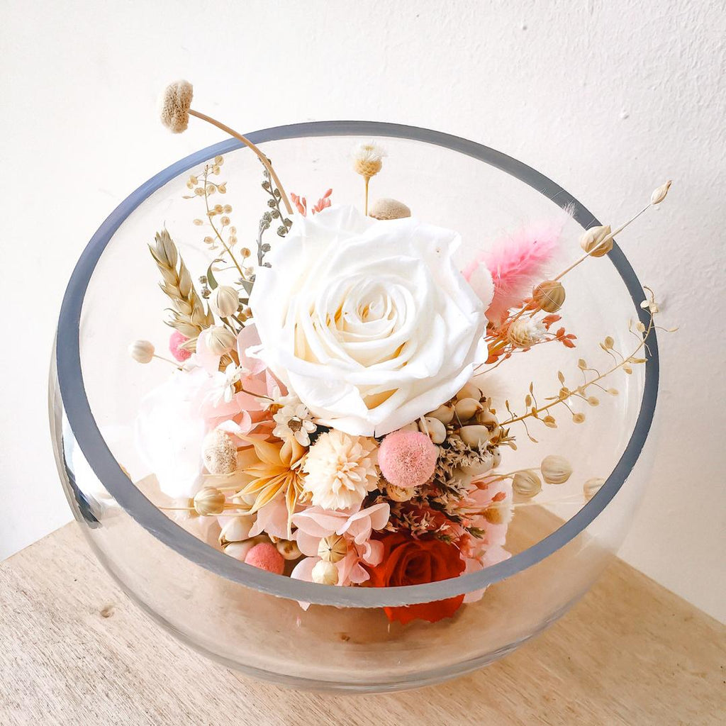 Preserved Flower Loveliness Display (White) 永生花浓情花座