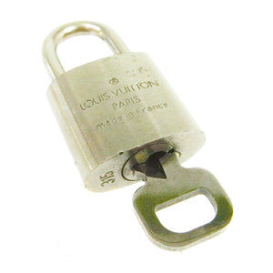ilver Louis Vuitton padlock, Louis Vuitton Charms, Louis vuitton jewel, Padlock Louis vuitton