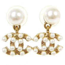 Chanel CC Vintage  Pearls/Gold-tone earrings