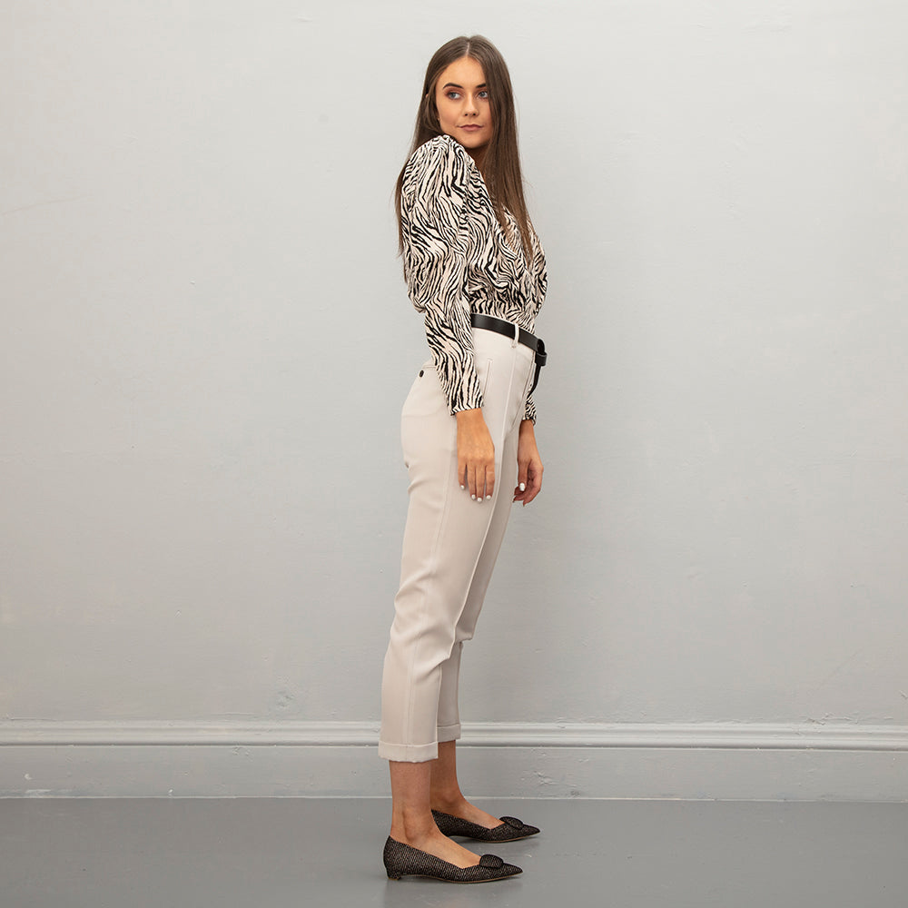 Model isIsabel Marant Lijo Trousers - Ecru