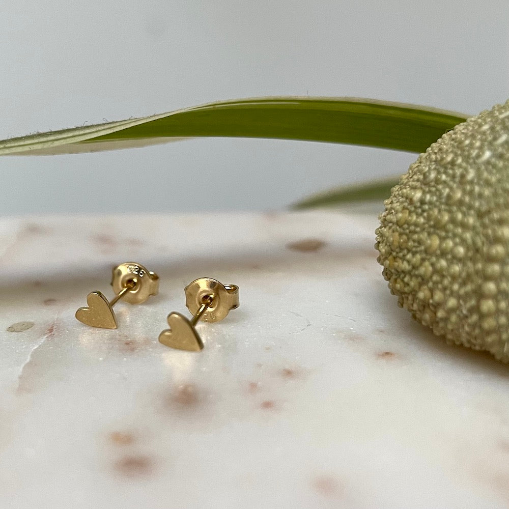 Stalactite Puce Mini Stud Heart Earrings