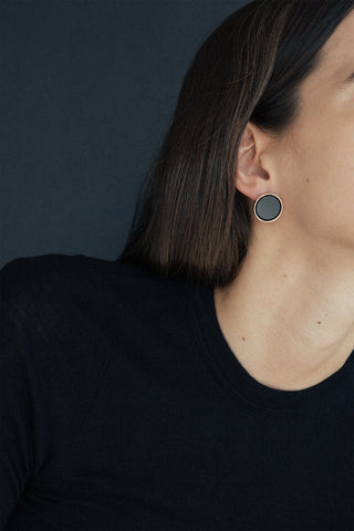 Rose gold plated minimalistic statement earrings setting an onyx plate made in Germany
