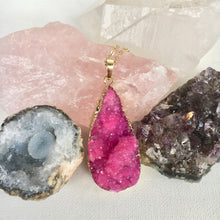 Load image into Gallery viewer, Fuchsia Druzy Necklace