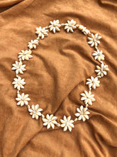Load image into Gallery viewer, Cowrie Shell Flower Lei Necklace