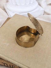Load image into Gallery viewer, Brass Clam Shell Trinket Box